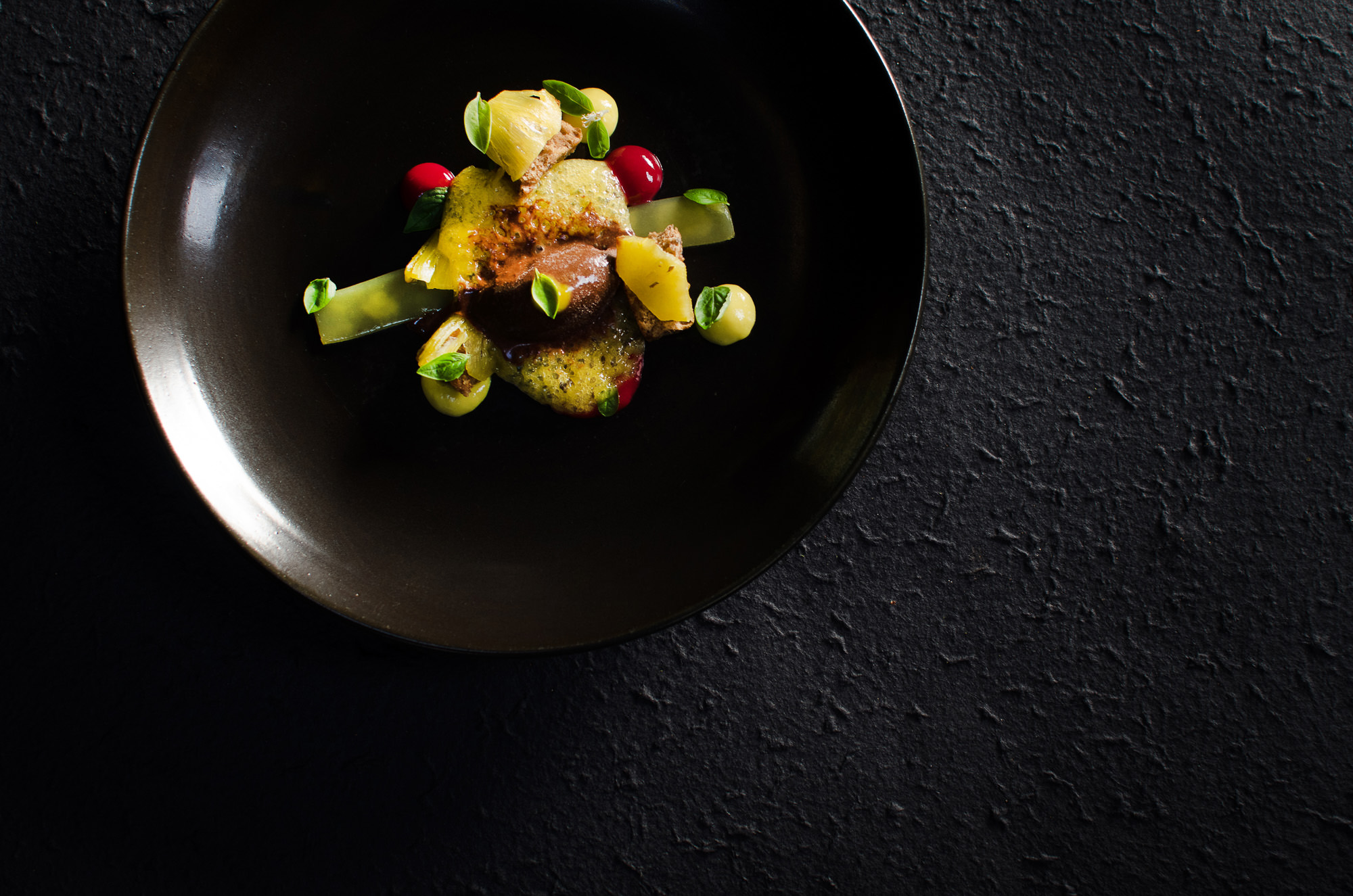 PINEAPPLE | Passion fruit, chocolate and basil